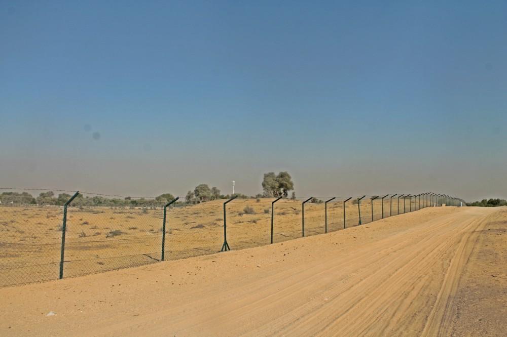 للبيع مزرعه في العوير دبي مسورة بسلك كامل