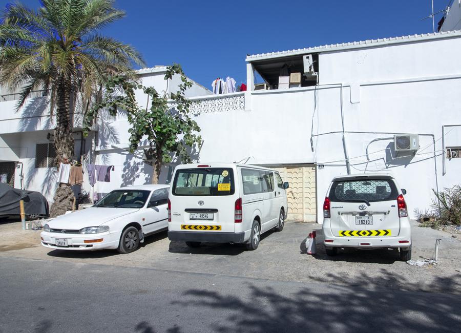 للبيع بيت شعبي في دبي السطوة