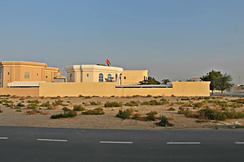 للبيع ارض بالمزهر الاولي دبي مساحه 12180 قدم